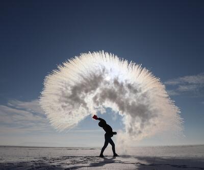 Havaya serpilen kaynar su dondu