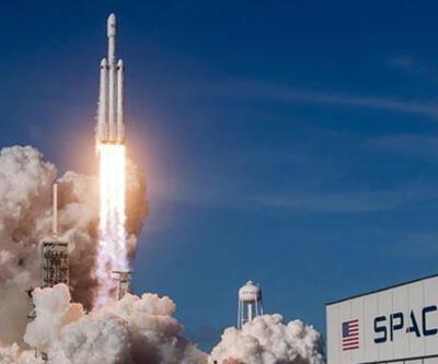 """SpaceX """"acil durum kaçış sistemi""""ni başarıyla test etti"""