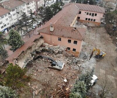Yenişehir'de Kent Meydanı için ilk kazma vuruldu