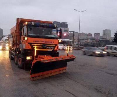 Son dakika: Meteoroloji'den uyarılar peş peşe geldi! İstanbul'da kar küreme araçları yollarda…