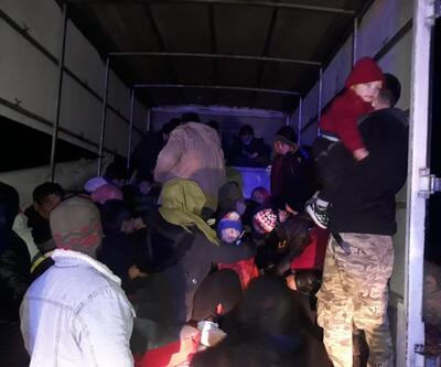 Kamyonetin kasasından 65 kaçak göçmen çıktı