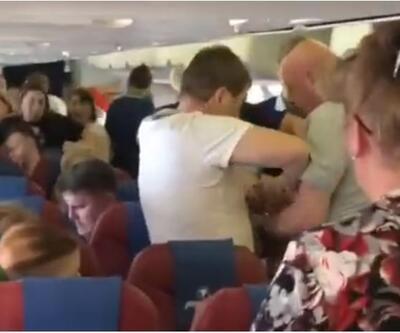 Uçakta olay çıkaran yolcuya 'bantlı' müdahale