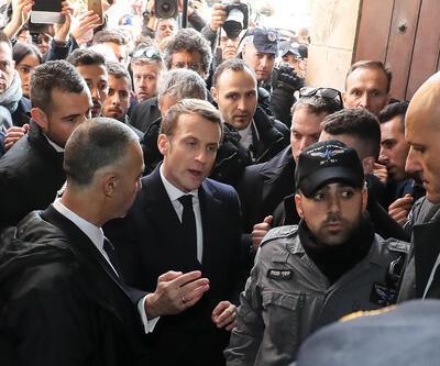 24 yıl sonra benzer kare: Fransa Cumhurbaşkanı Macron, İsrailli güvenlik güçleriyle tartıştı