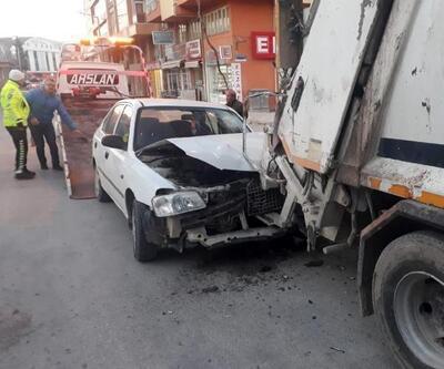 Alkollü şoför çöp kamyonuna çarptı