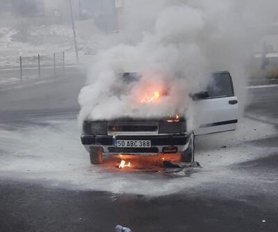 Seyir halindeki araç alev topuna döndü