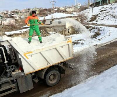 Çankaya'da buzlanmaya karşı tuz ve solüsyon