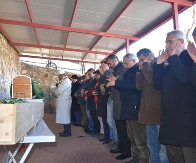 Malatya'da depremde ölen anne ve oğlu toprağa verildi