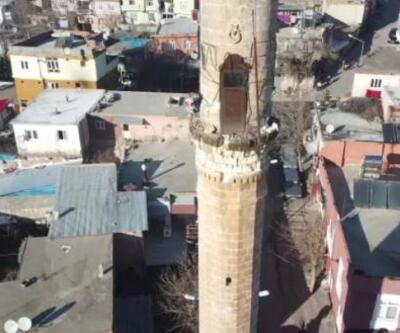 Vali Pekmez, depremin etkilediği Gerger'de inceleme yaptı