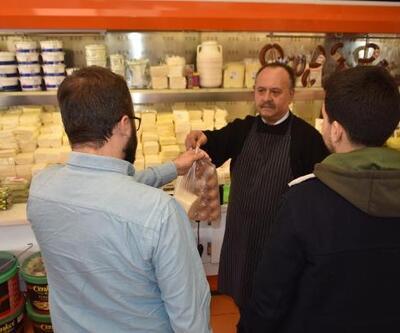 Öğrenciler için 'askıda peynir' uygulaması başlattı