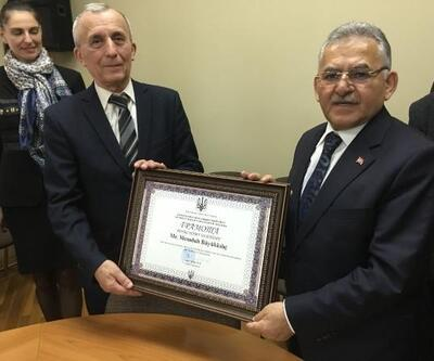 Başkan Büyükkılıç'a Ukrayna'da fahri doktora ünvanı verildi
