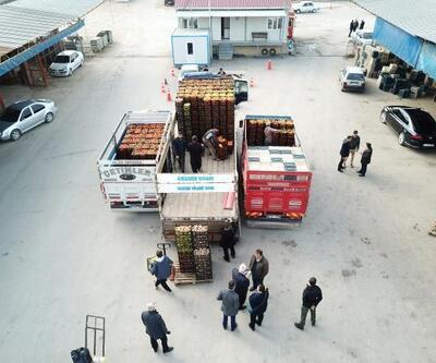 Feke'den depremzedelere 35 ton yaş sebze meyve