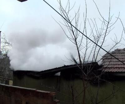 Çengelköy'de metruk evde yangın