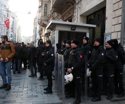 Yunanistan Başkonsolosluğu'na siyah çelenk bıraktılar
