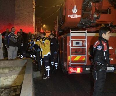 Üsküdar'da gecekondunun çatısında yangın: 3 kişi dumandan etkilendi