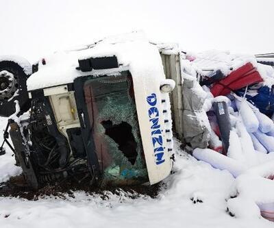 Şarampole yuvarlanan TIR'ın sürücüsü yaralandı