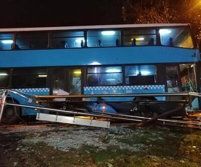 Halk otobüsü durağa daldı: 3'ü ağır 5 yaralı
