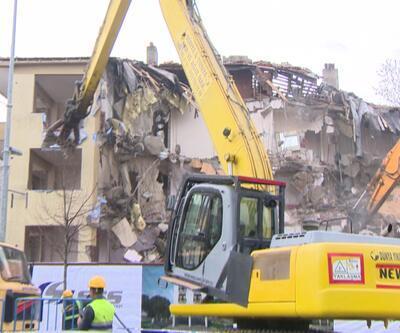 Büyükçekmece'de 1 günde 4 riskli bina yıkıldı