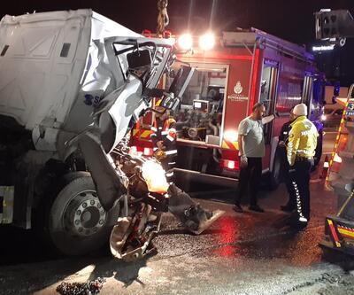 TEM Otoyolu'nda trafiği kilitleyen kaza:  2 kamyon çarpıştı