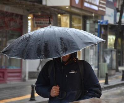 Meteoroloji'nin 'turuncu alarm'la uyardığı Edirne'de, yağmur etkili oluyor