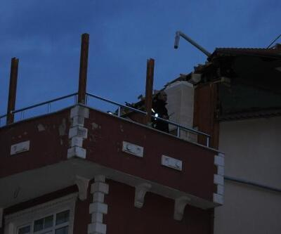 Kocaeli'de şiddetli rüzgar etkili oldu, 2 binanın çatısı uçtu