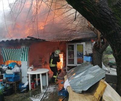 Elektrik kontağından çıkan yangında ev kullanılamaz hale geldi