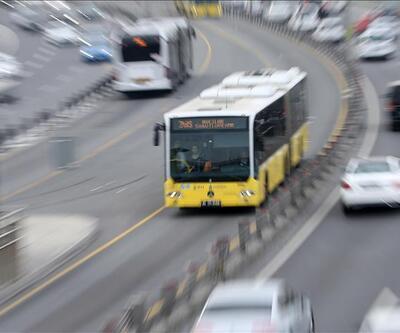 Son dakika... Durakta bekleyen yolcuya metrobüs çarptı