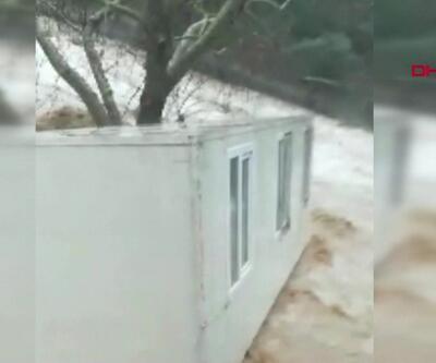 5 tonluk konteyner sürüklendi, evleri su bastı
