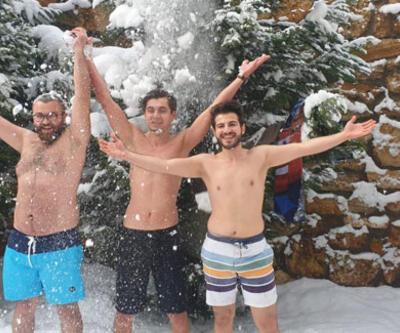 Üniversite öğrencileri karda yüzdü
