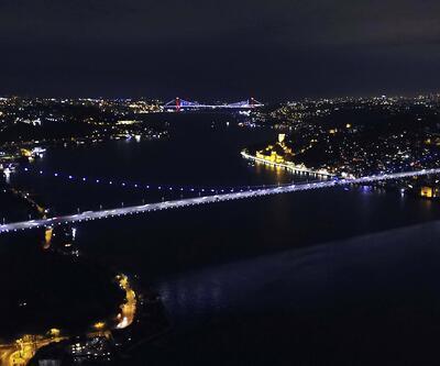 İstanbul'un simgeleri mor renge büründü