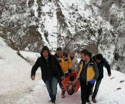 Kar nedeniyle sedyeyle 500 metre taşıdılar