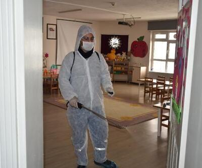 Biga'da okul ve toplu taşıma araçları dezenfekte edildi