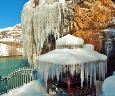 Balcılar Şelalesi'nde buz sarkıkları oluştu
