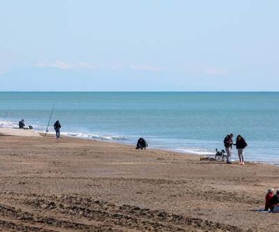 Antalya'da 20 derecede sahiller doldu