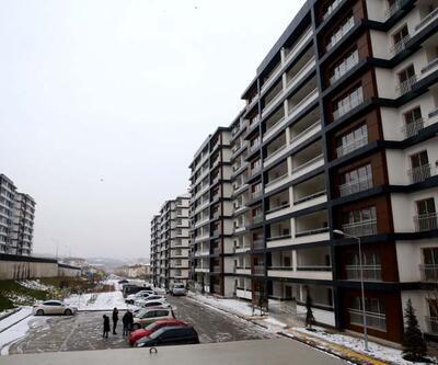 Depremzedeler için ayrılan 132 konutun hak sahipleri evlerinin anahtarlarını almaya başladı