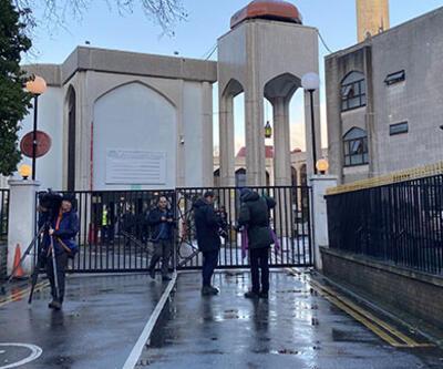 Londra'da camiye giren bir kişi, namaz kılan din görevlisini bıçakladı