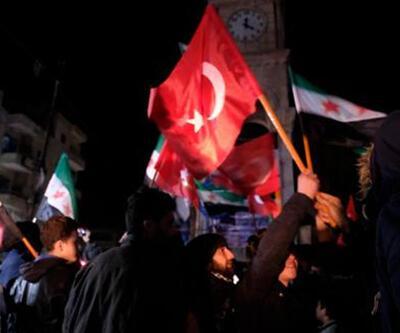 Türk bayraklarıyla sokağa döküldüler