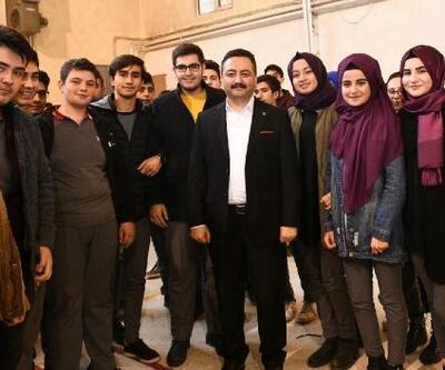 Elbistan Belediyesi'nden üniversite adaylarına ücretsiz eğitim seti