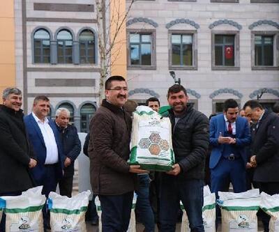 Çamardı'da çiftçilere 2.5 ton tohum dağıtıldı