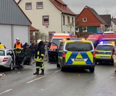 Almanya'da bir araç karnavala daldı
