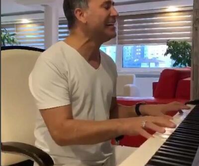 İzzet Yıldızhan piyano çalarak türkü söyledi