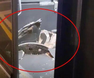 Avcılar'da yerinden çıkan rögar kapağımetrobüse saplandı: 1 yaralı