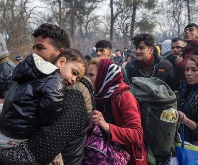 Göçmenler sınıra akın ediyor