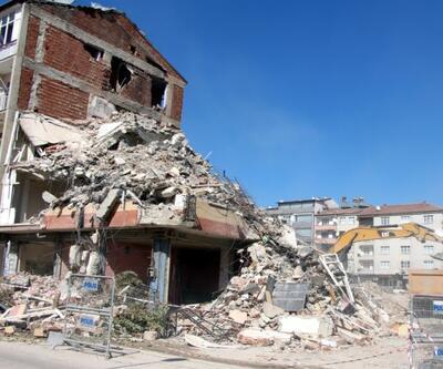 Depremde ağır hasar gören bin 159 yapı yıkıldı