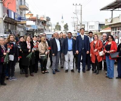İYİ Parti'li Başkan, kadınlara 2 bin 500 sümbül dağıttı