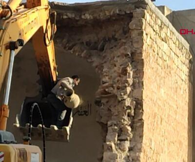 Cami yıkımında küpler bulundu, hazine söylentisi çıktı