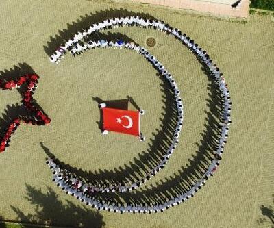 Siverek'te İdlib şehitleri için Türk bayraklı koreografi