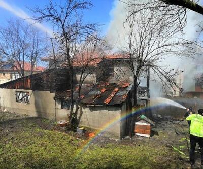 Yeniçağa'da 2 katlı ahşap evde yangın