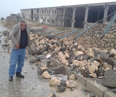 Yağmur nedeniyle 2 iş yerinin istinat duvarı çöktü