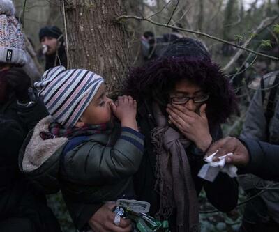 Mehmetçiğin kucağından indirmediği sığınmacı çocuğu Yunan gaza boğdu