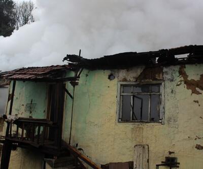 Isınmak için yaktığı ateş binayı alev topuna çevirdi